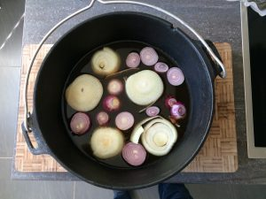 Pulled Pork: Zwiebel + Fond als Basis