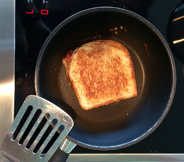 Grilled Cheese Sandwich in der Pfanne