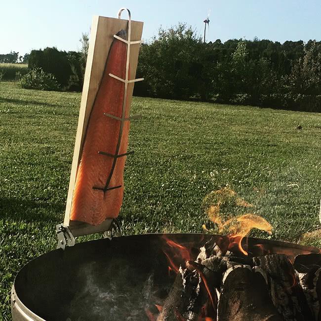 Flammlachs: Lachs am Feuer