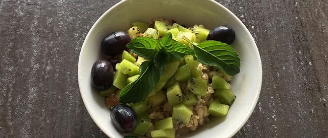 Veganes Frühstück: Kiwi-Haferflocken-Müsli