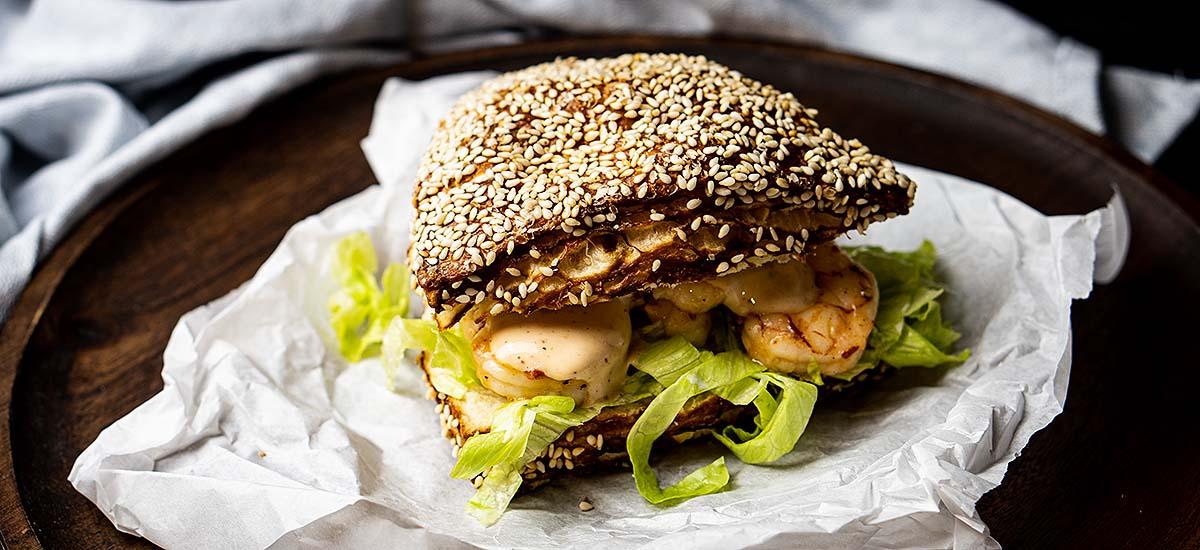 kreolisch gewürztes Garnelen-Sandwich