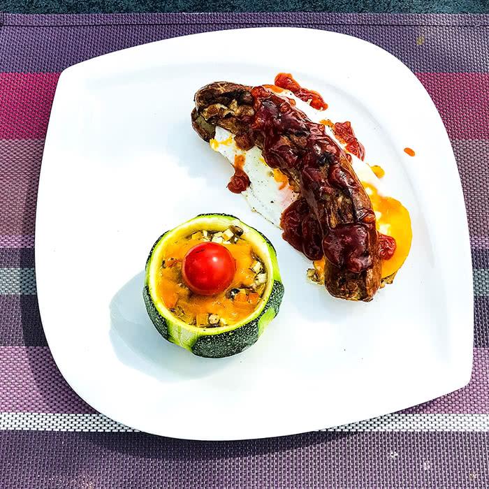 Generalprobe Grillmeisterschaft: Bratwurst mit gefüllter Zucchini