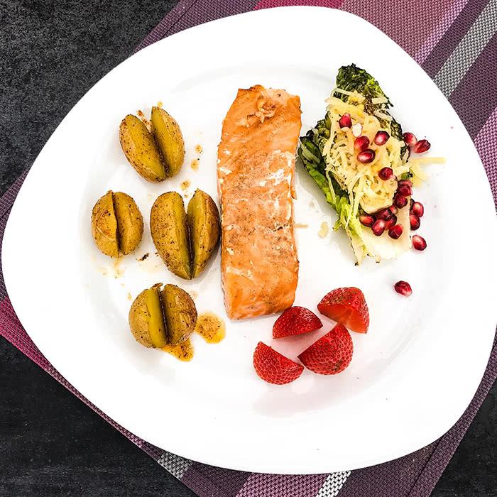 Generalprobe Grillmeisterschaft: Lachs mit Kartoffeln und gegrilltem Roma-Salat