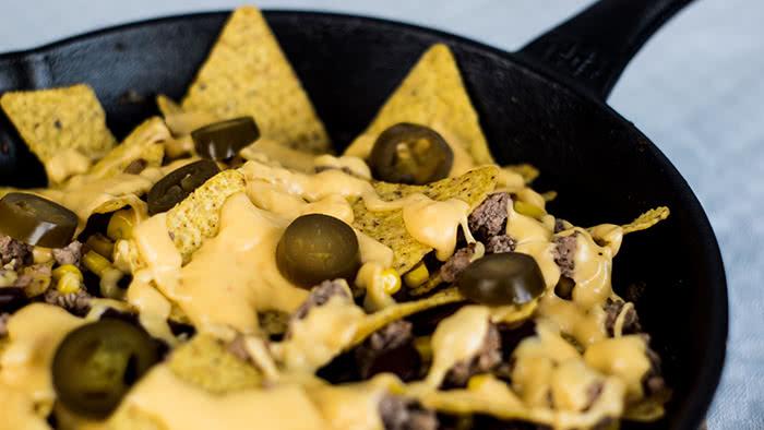 geniale Nacho-Pfanne mit Käsesoße