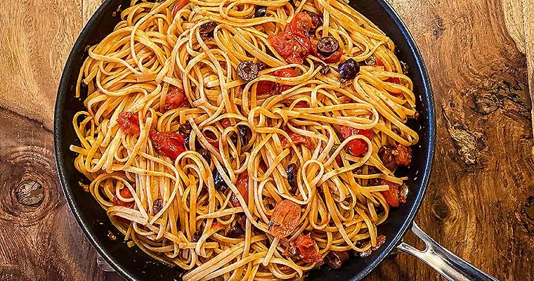 Pasta alla Puttanesca mit Oliven